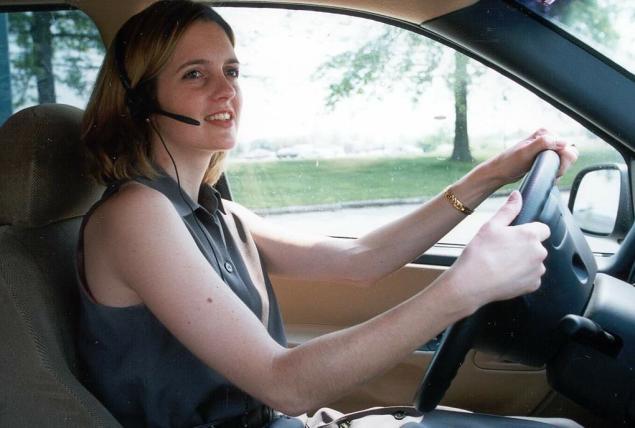 4 Tips Aman Berkendara Bagi Kaum Hawa